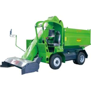 Self-propelled manure collector