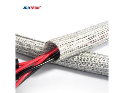 Self-closing braided wrap