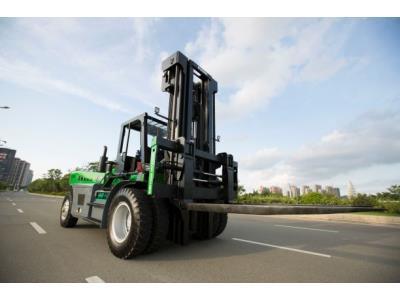 16 Ton Diesel Heavy Forklift Truck Color Green