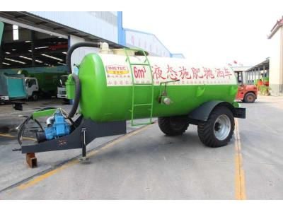 liquid/solid manure spreader for farm machinery