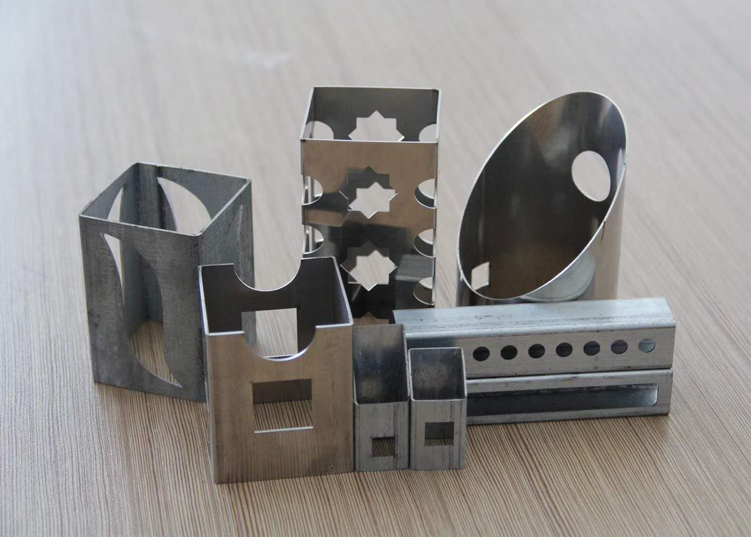 Enclosed Metal tube fiber laser cutter