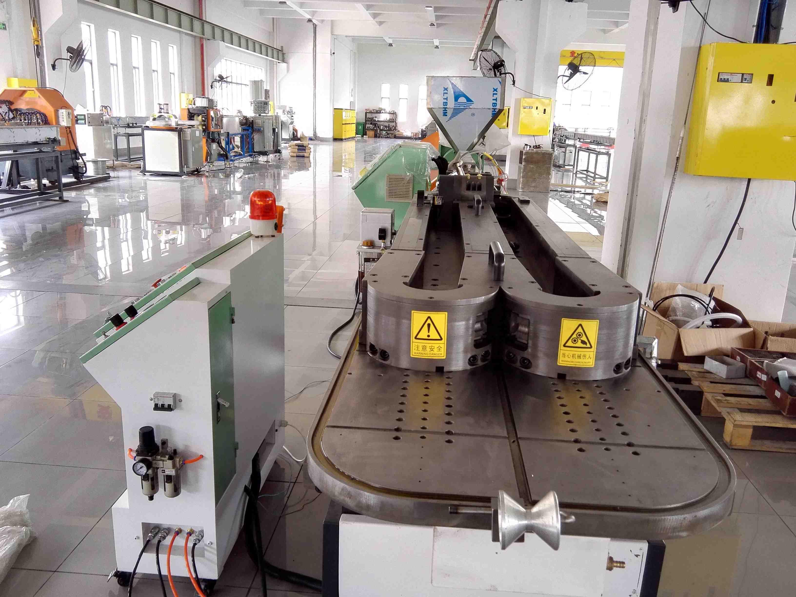 Precise medical pipe machine