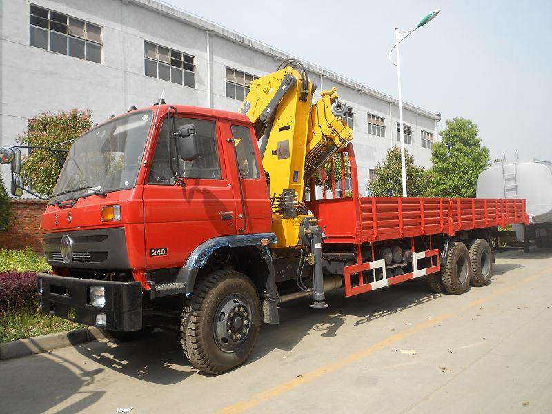 10 tons truck with crane