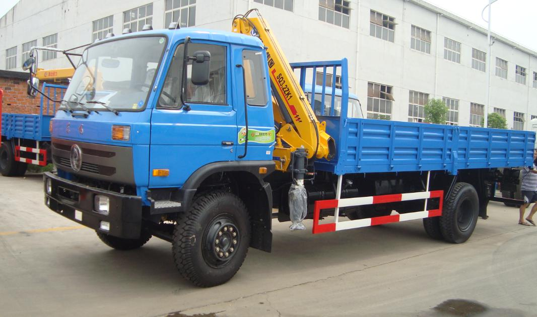 8 tons truck with crane