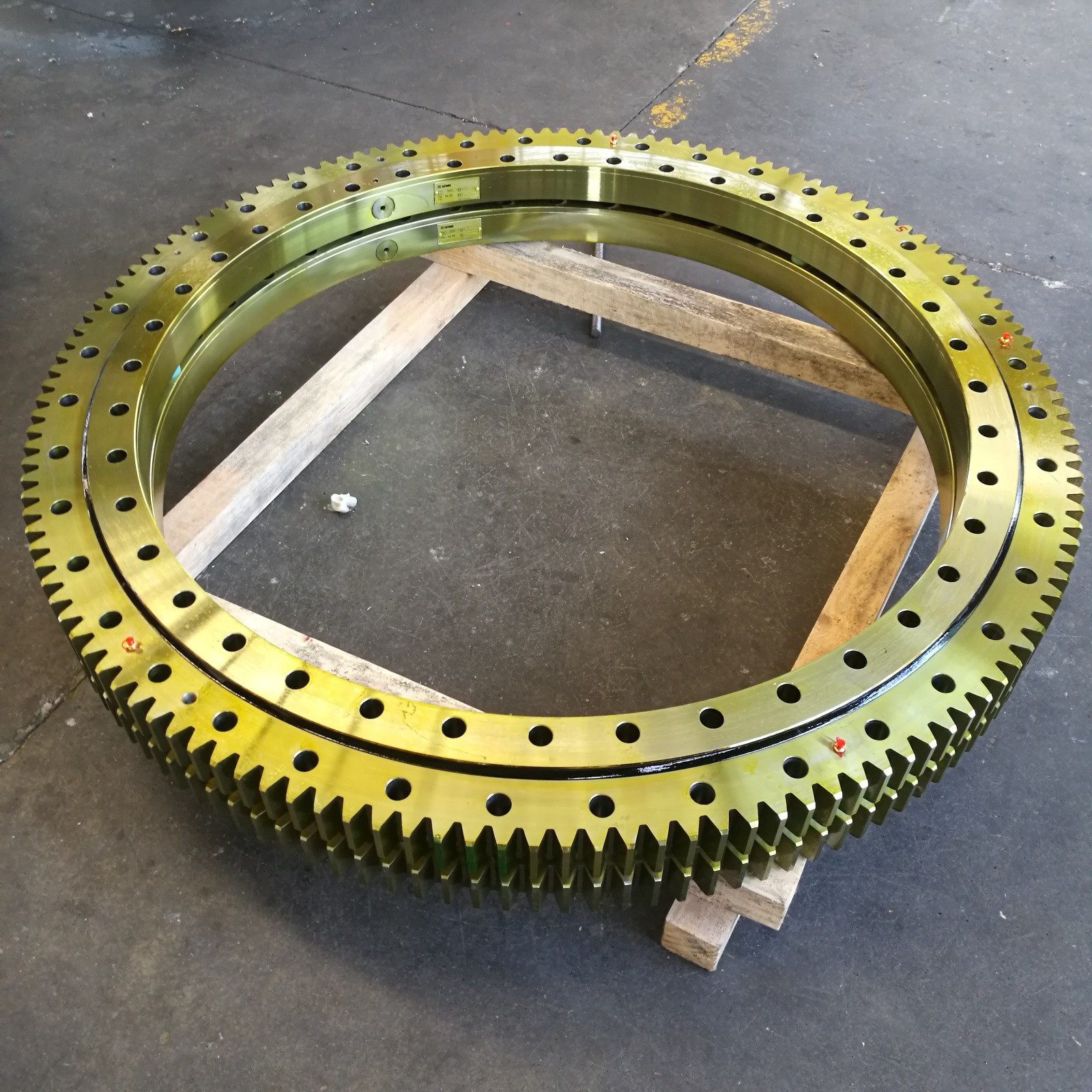 slewing ring with external gear