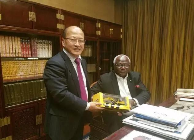 塞拉利昂总统感谢徐工集团支持塞基础设施建设