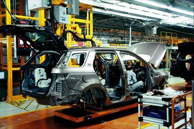 全铝车身引领轻量化潮流 国内媒体参观奇瑞捷豹路虎工厂