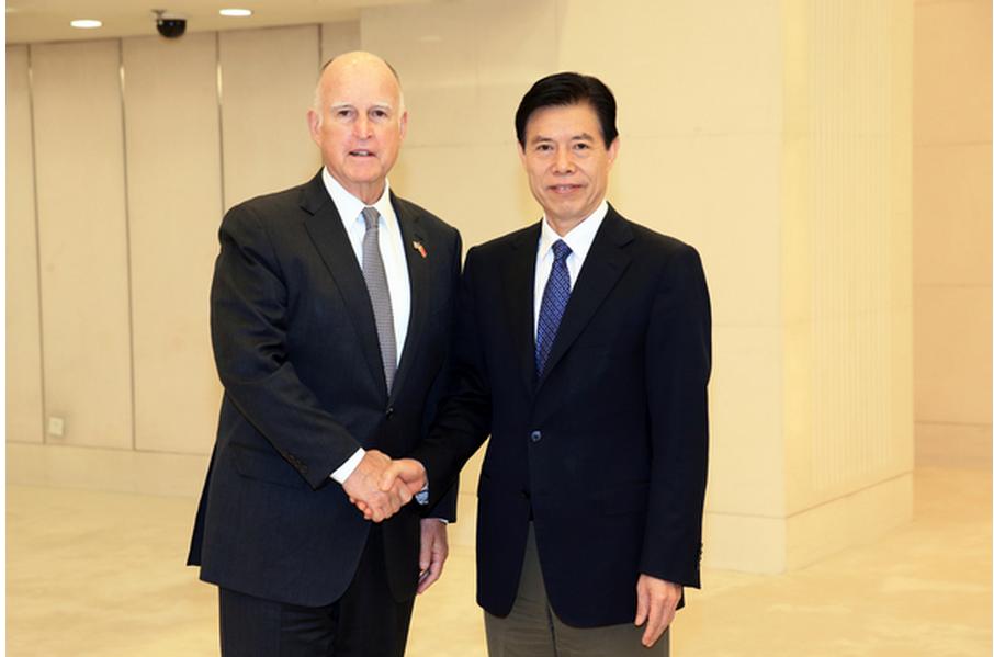 刘春副会长陪同钟山部长会见美国加州州长布朗