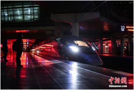 """中国高铁引领全球体验""""中国速度"""" 改变技术格局"""